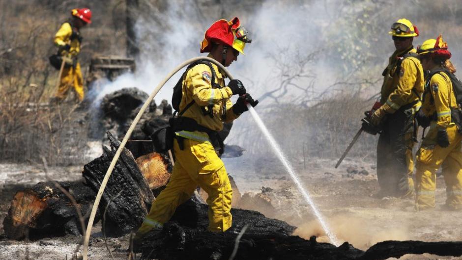 Incendio en San Bernardino consume al menos 30 hectáreas en California