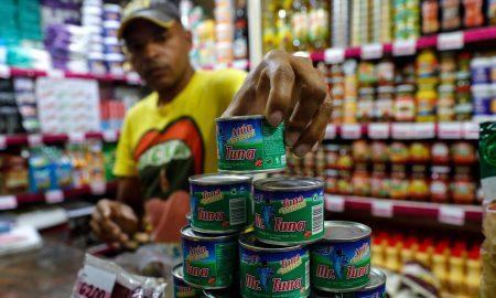 latas de atun en mercado venezolano