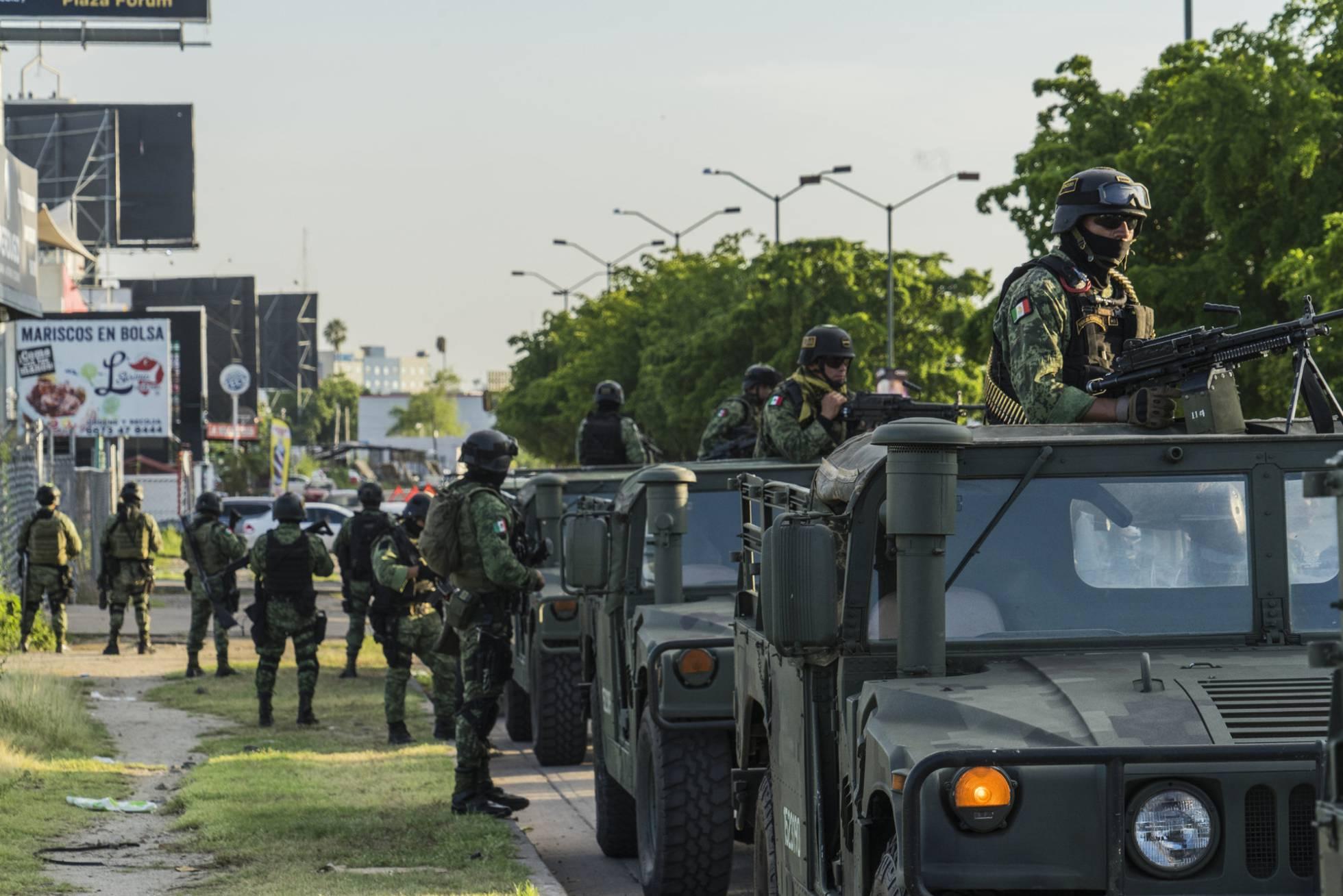 En busca de 47 asesinos, narcos y secuestradores fugados en Culiacán
