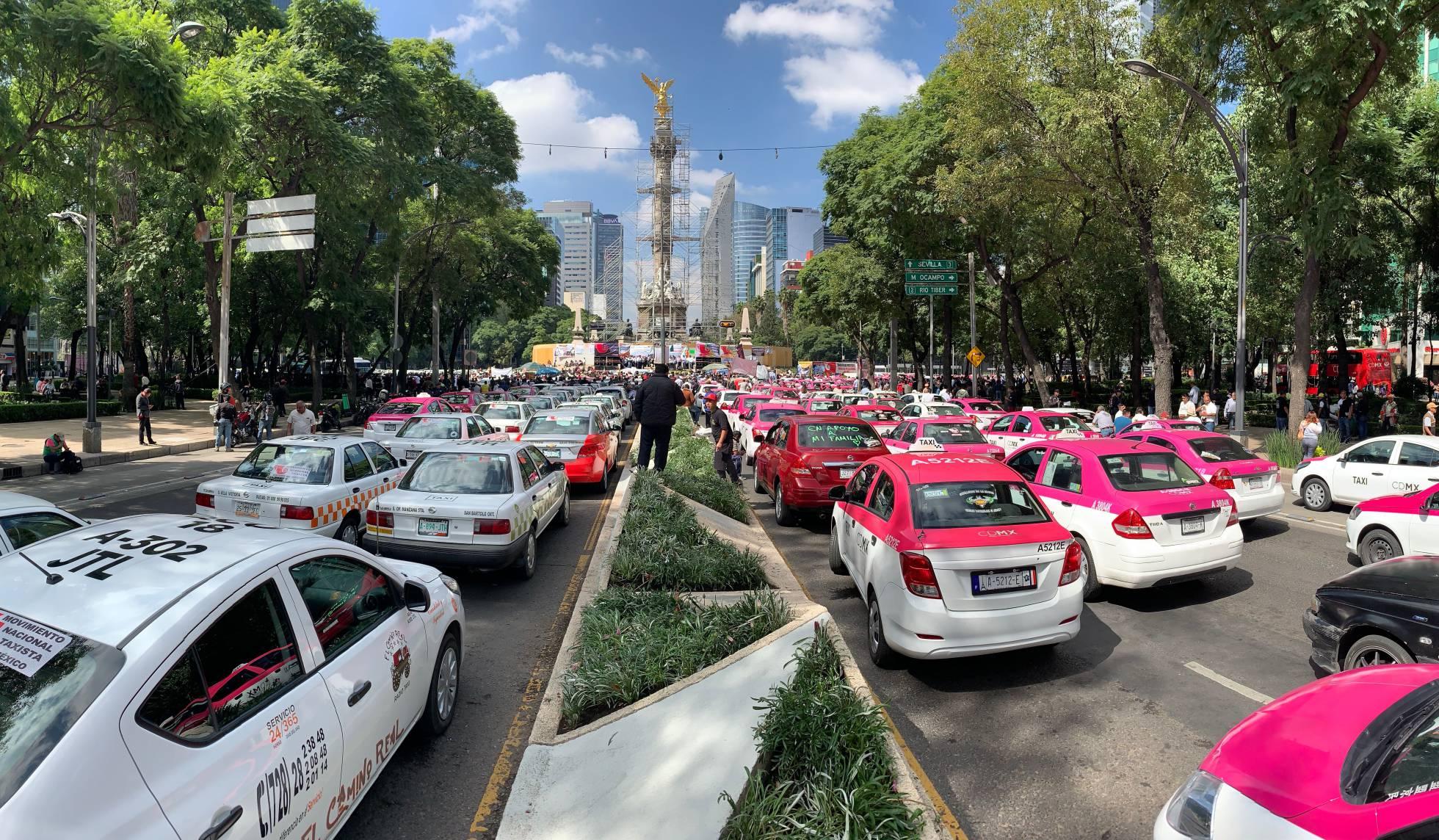 Los taxistas mexicanos toman la capital para pedir el fin de Uber y Cabify