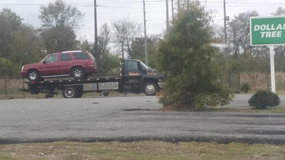 2 sospechosos bajo custodia y 1 en libertad, después de persecución policial que terminó en Dollar Tree de Bessemer