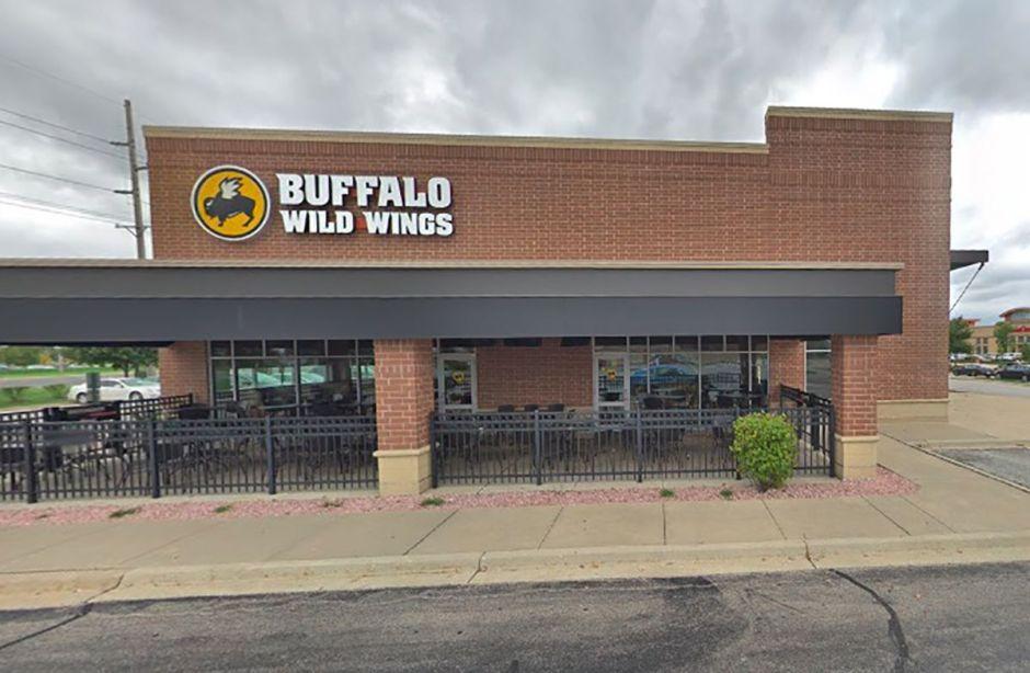 Racista pide que un grupo cambie de mesa en un Buffalo Wild Wings de Illinois