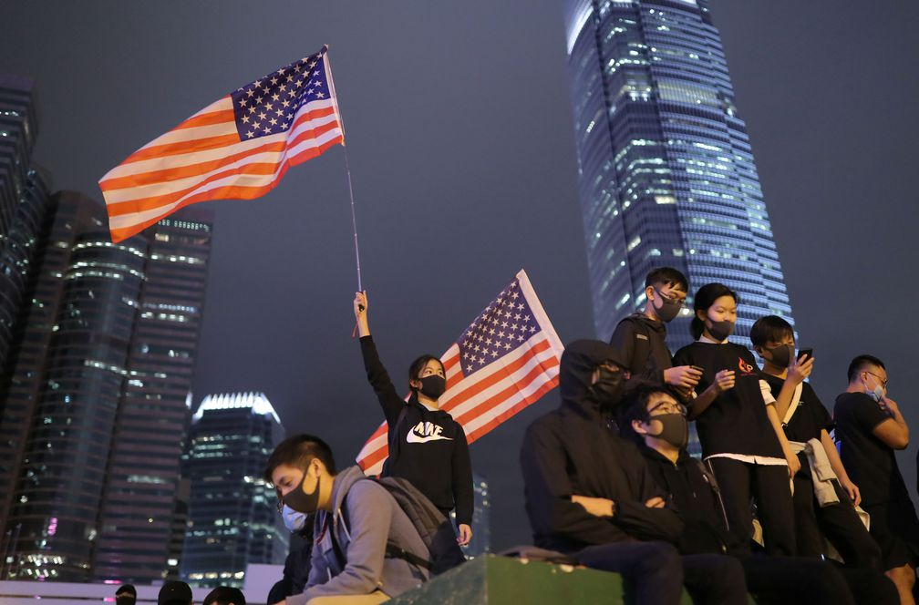 Trump enfurece a Pekín al aprobar una ley sobre Hong Kong