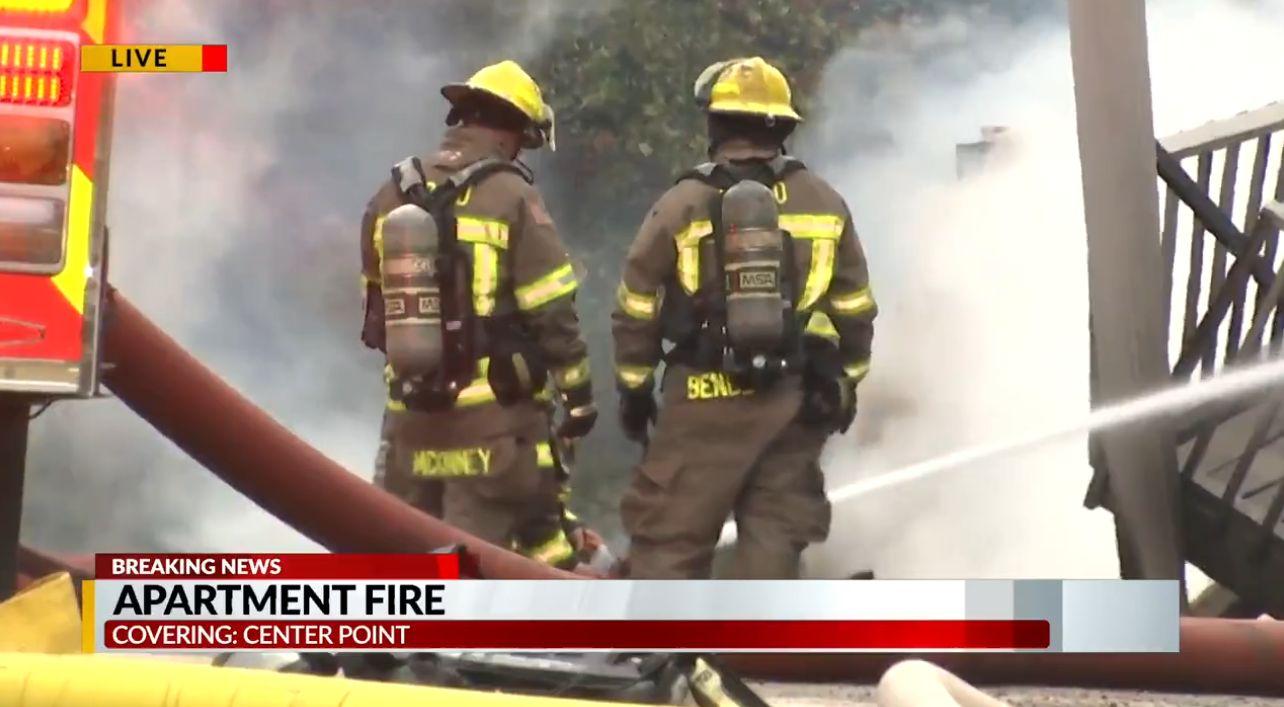Center Point Fire and Rescue contiene un incendio en Parkway Villa Apartments; causa bajo investigación