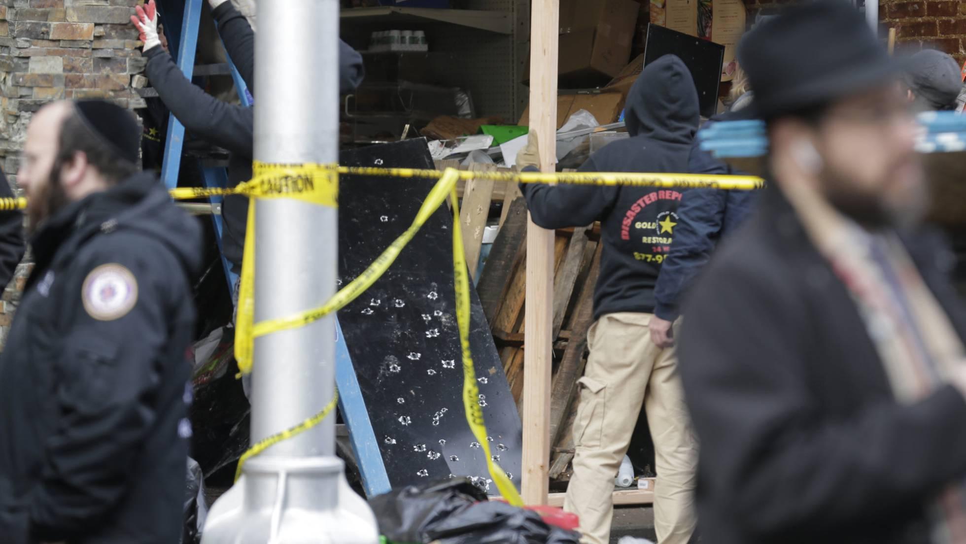 agentes frente a supermercado tiroteo EEUU