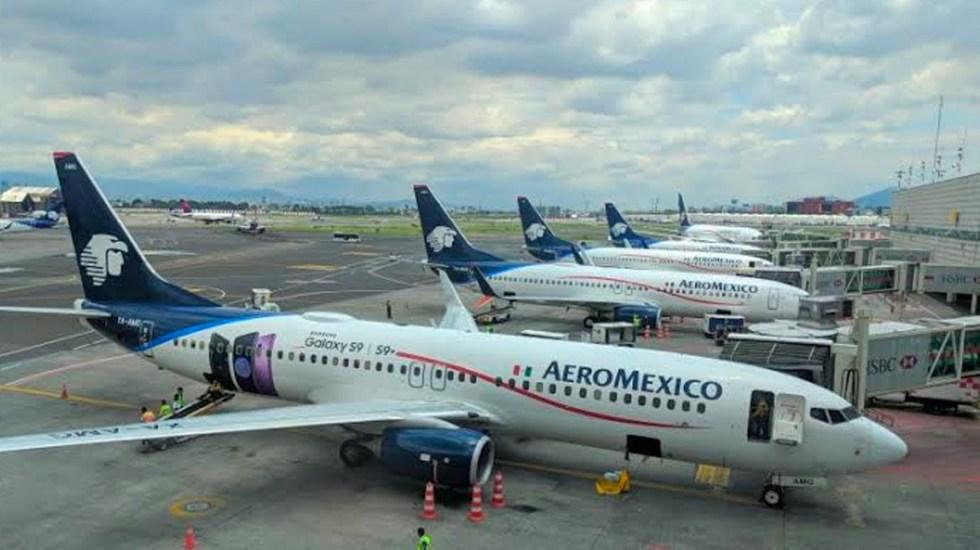 """Familia baja de avión en el que viaja AMLO al considerarlo """"inseguro"""""""