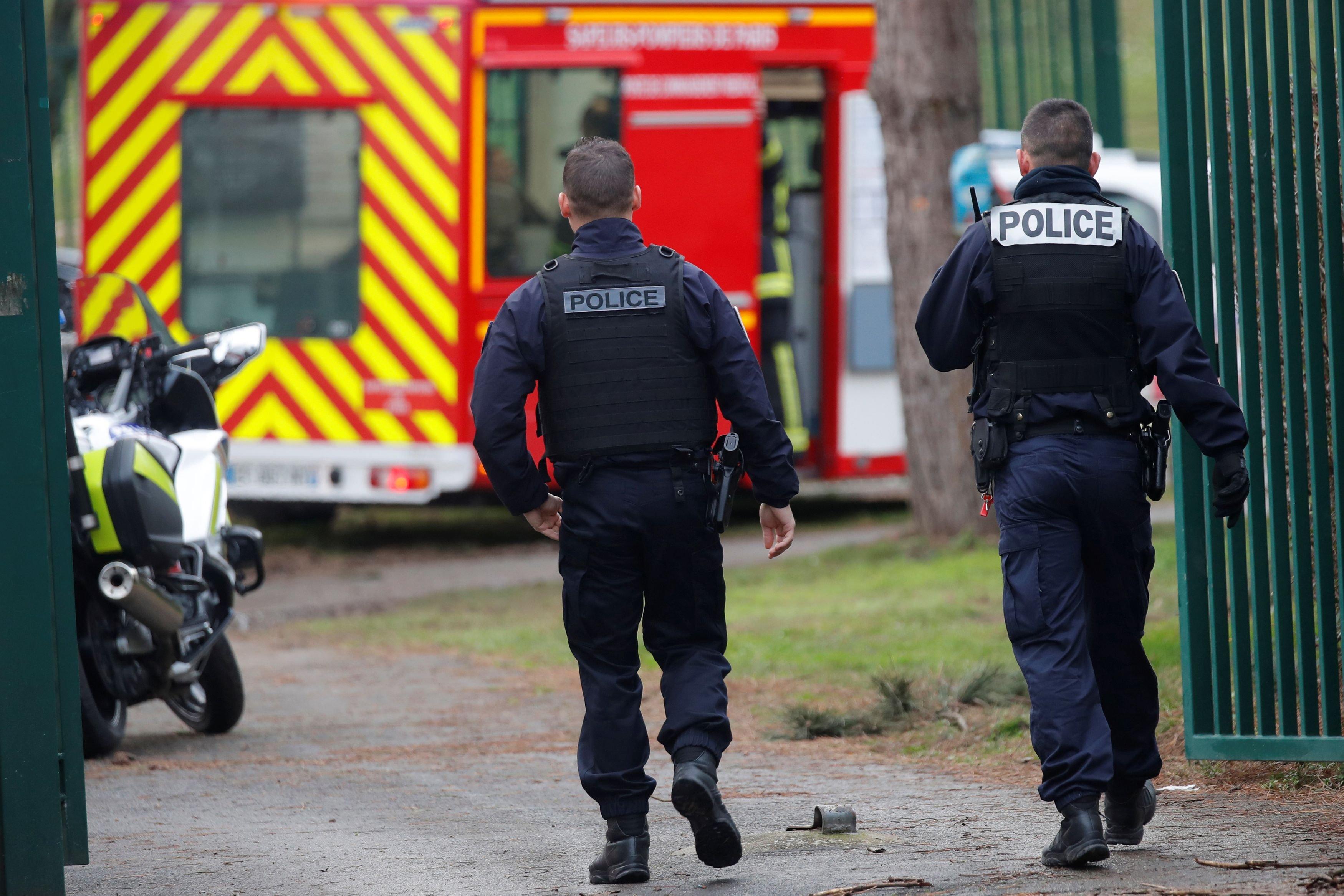 Al menos un muerto y varios heridos tras un ataque con cuchillo en un suburbio del sur de París