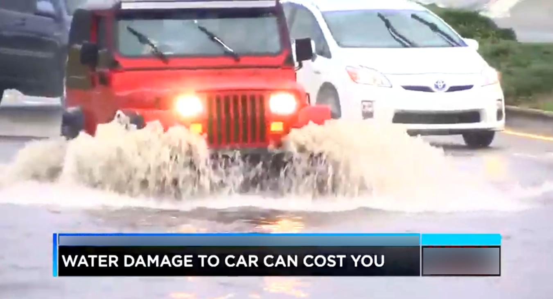 carros atravesando inundaciones