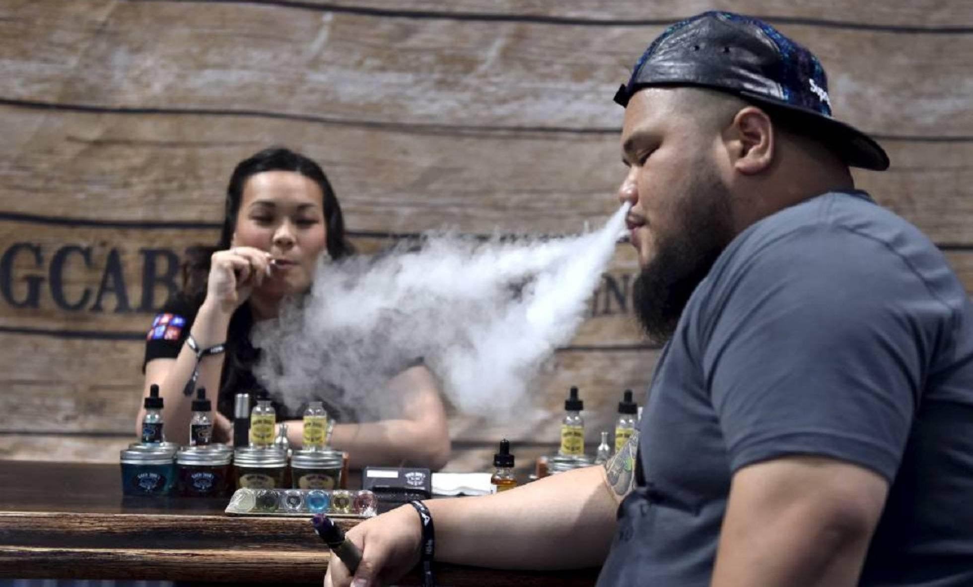 Estados Unidos prohíbe los cigarrillos electrónicos de sabores