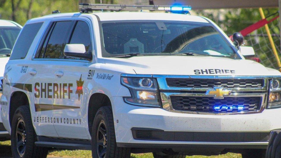 Conductor muere después de que su vehículo abandona Pleasant Grove Road; JCSO investiga