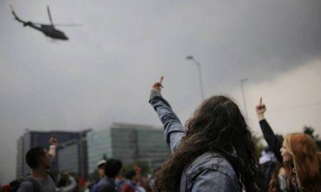 manifestantes contra la policia