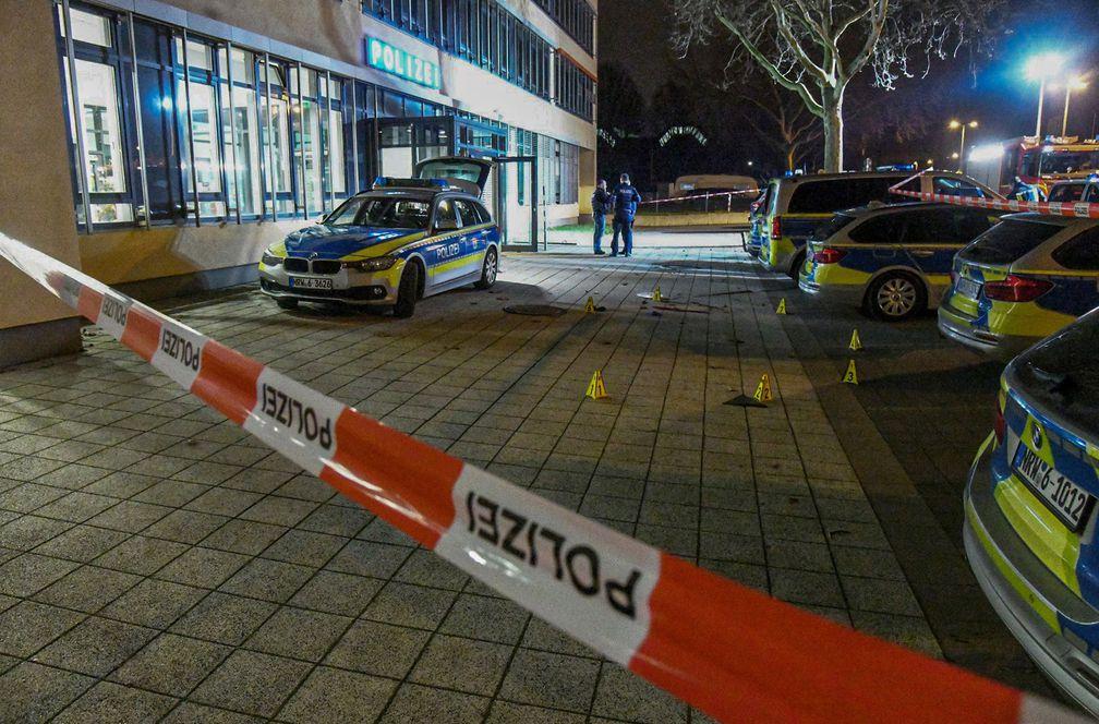 La Policía mata a un hombre armado con un cuchillo frente a una comisaría en Alemania