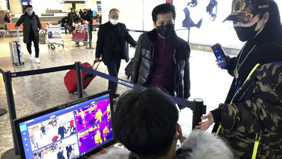 China impide salir de Wuhan por tren y avión para evitar la expansión del virus mortal