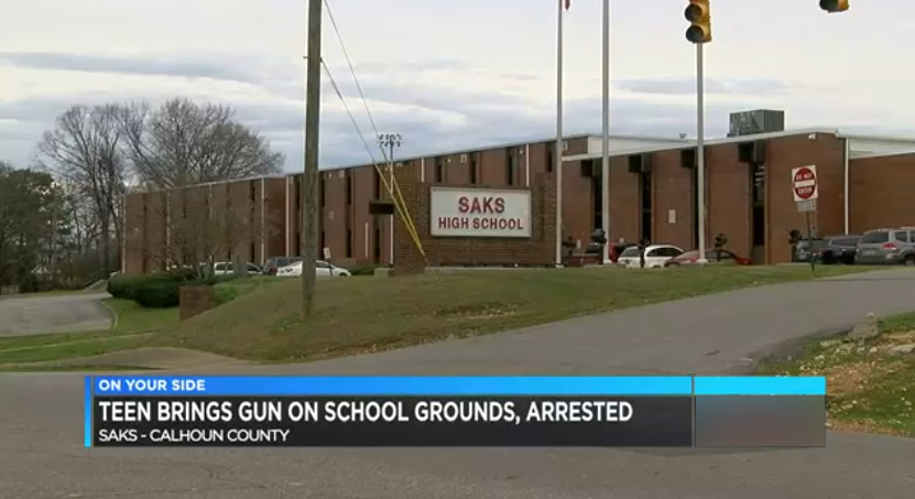 Adolescente con pistola cerca de las escuelas de Saks detenido