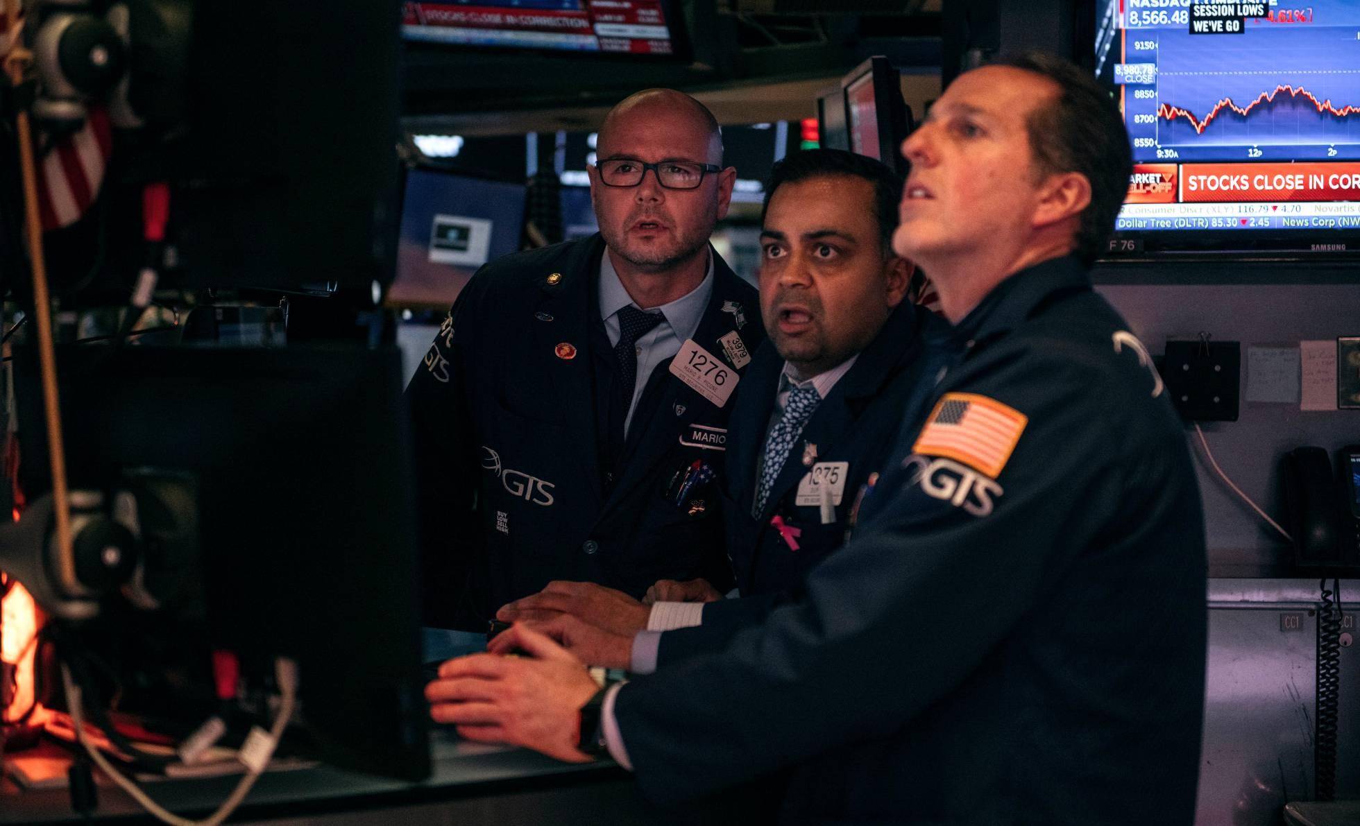 Wall Street se encamina a cerrar su peor semana desde la crisis financiera por el coronavirus
