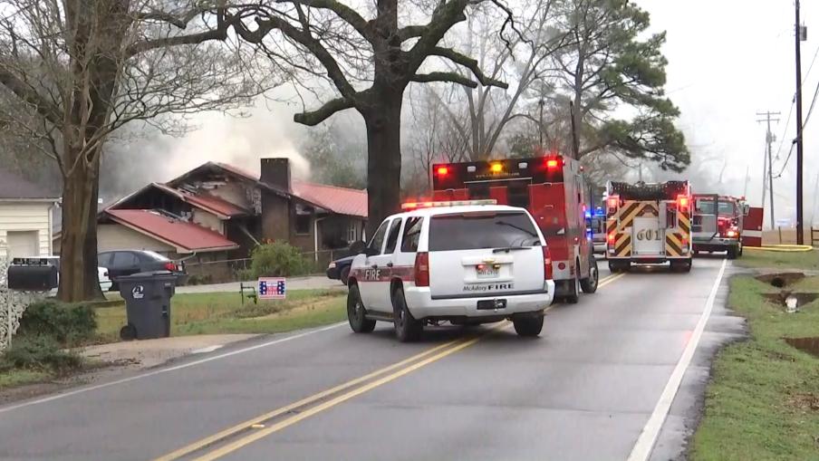 Familia escapa de incendio en Bessemer