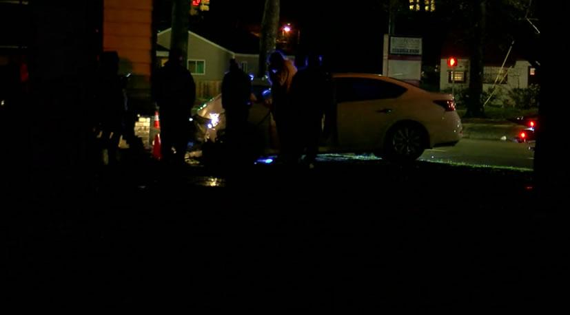 Conductor golpea una casa en Birmingham