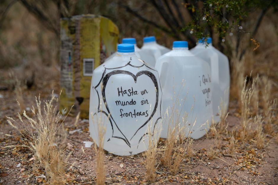 Dar agua y comida a los migrantes no es delito, dictamina juez al exonerar a cuatro activistas de la frontera