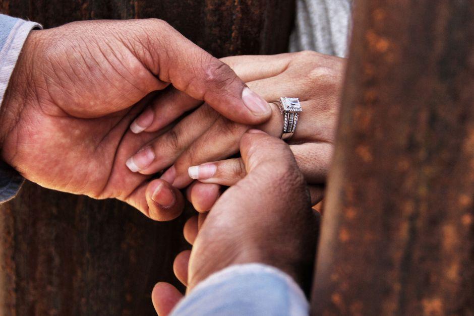 Juez ordena a ICE liberar a inmigrantes en proceso de regularización por matrimonio