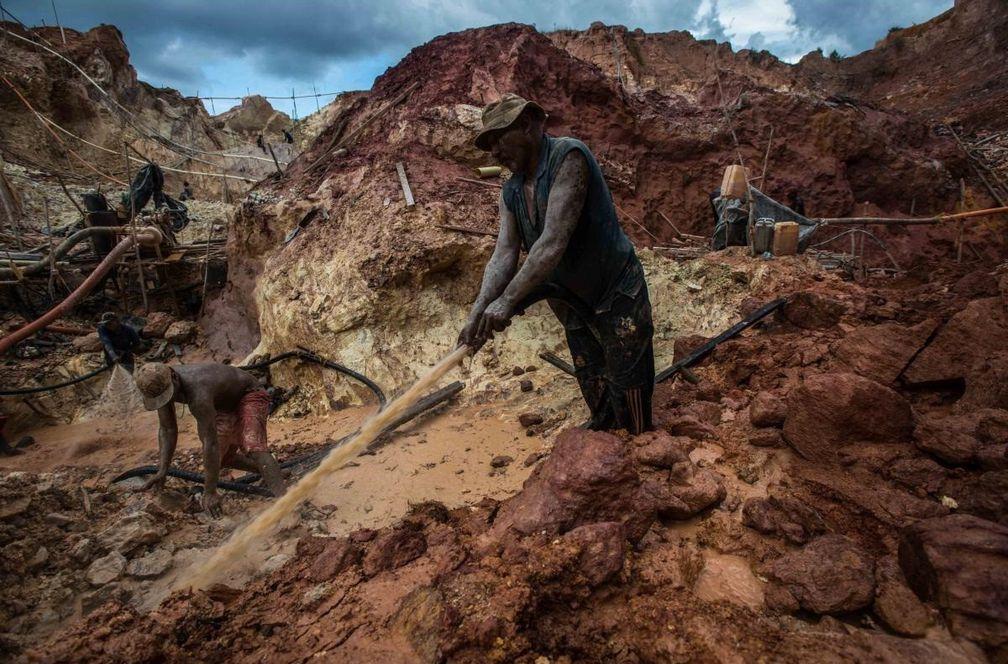 Esclavos en las minas ilegales de Venezuela: mutilaciones y asesinatos para asegurar el botín