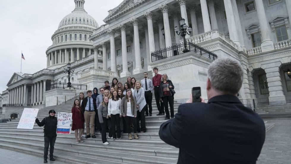 Los republicanos cierran filas y absuelven a Trump en el 'impeachment'