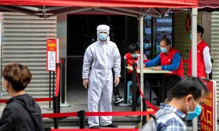 agente sanitario en china contra el coronavirus