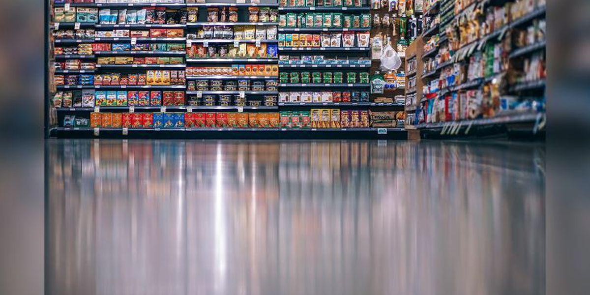 Más empresas agregan horarios especiales de compras, para acomodar a los clientes en riesgo