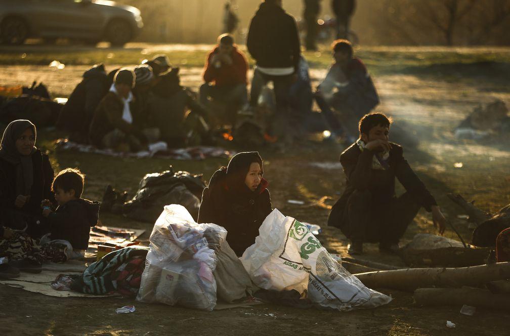 Erdogan le declara la guerra a la UE y envía miles de migrantes a la frontera