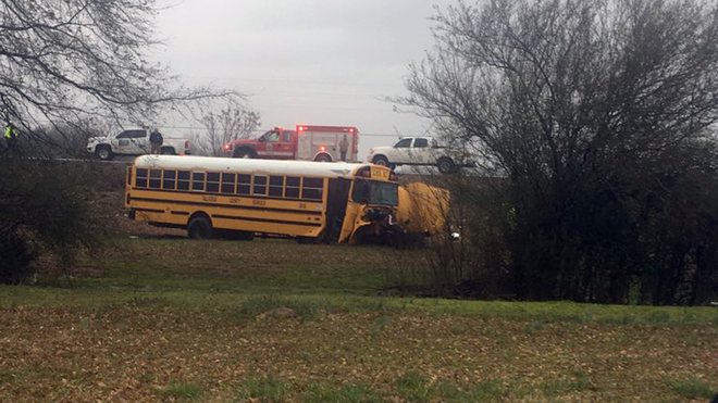 Autobús de las Escuelas del Condado de Talladega, involucrado en un accidente en Munford; 1 mujer murió