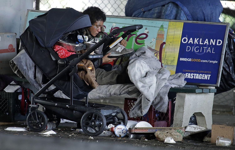 persona sin hogar en California