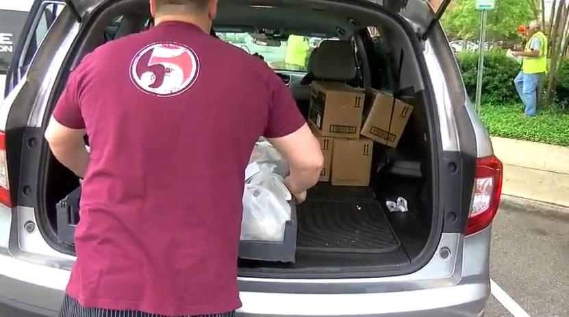 Los restaurantes de Tuscaloosa, alimentan a los propietarios de Habitat For Humanity, afectados por COVID-19