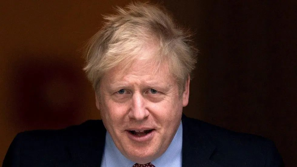 Ingresan a Boris Johnson a cuidados intensivos por COVID-19