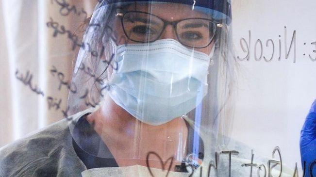 Ivey: Más de 200 trabajadores de la salud en Alabama infectados con COVID-19