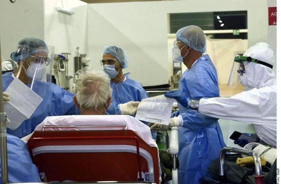 Gobierno mexicano recluta personal médico mayor de 60 años