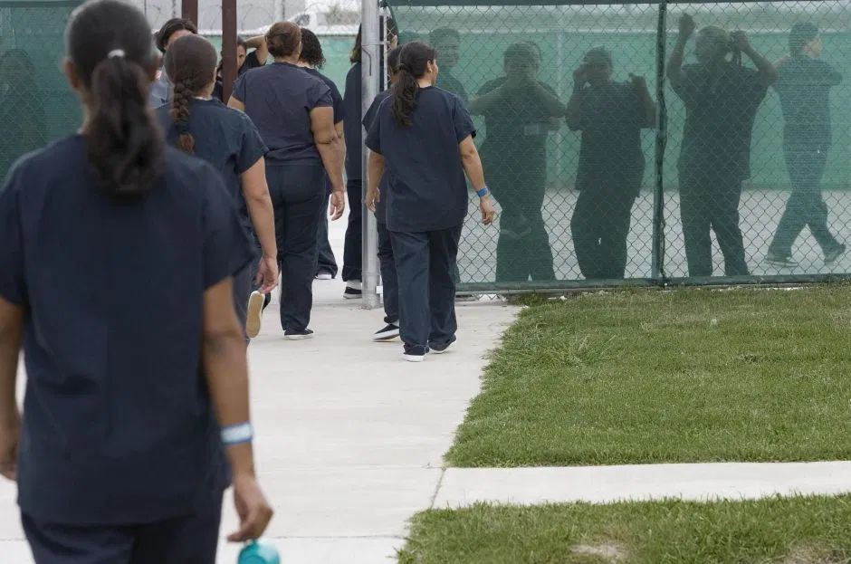 mujeres inmigrantes centro de detencic3b3n