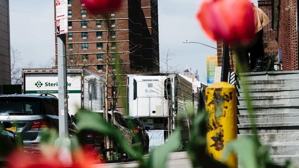 Nueva York suma 11 mil 500 muertes por COVID-19; gobernador ordena uso obligatorio de mascarillas