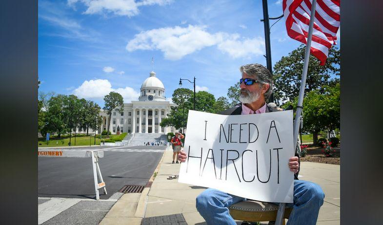 La gobernadora Kay Ivey anuncia un plan para reabrir partes de la economía de Alabama