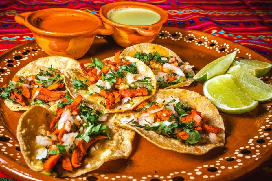 Taquería regala comida a los más necesitados en Ciudad de México