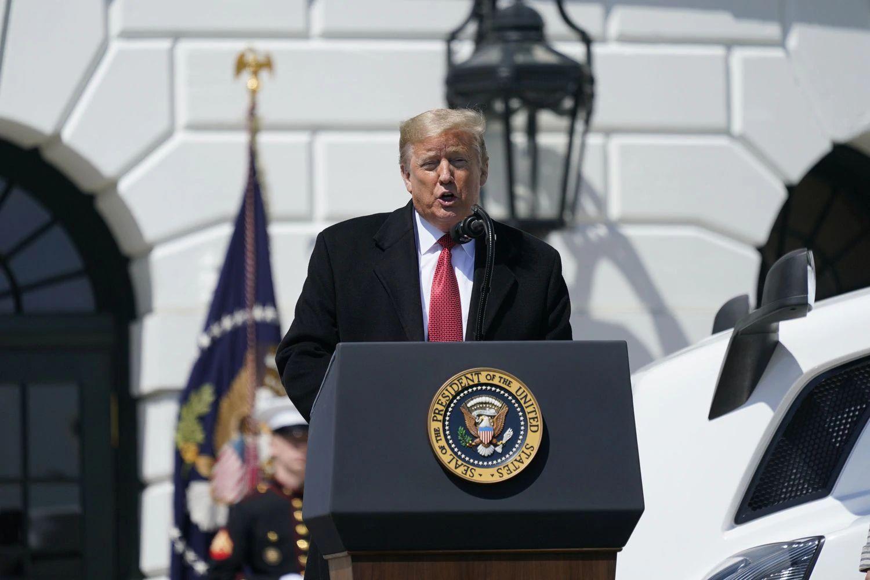 Trump presenta un plan que permitiría reanudar la actividad en Estados Unidos a mediados de junio