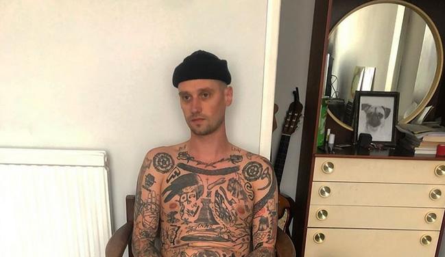 Se hace un tatuaje por cada día de confinamiento