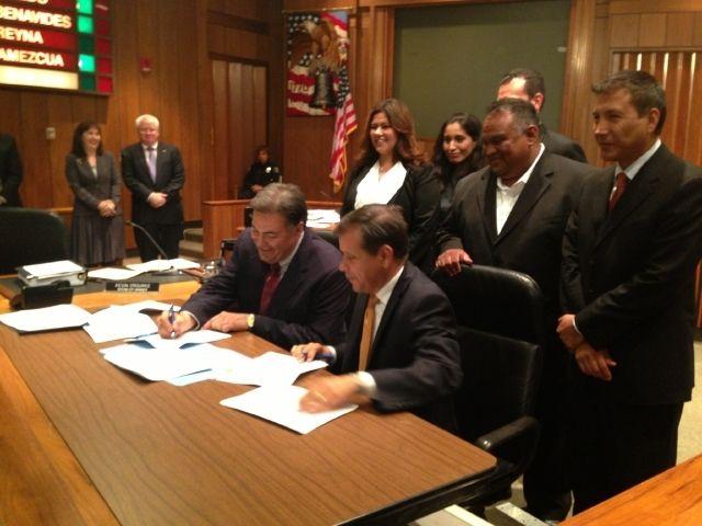 Alcaldes del Orange County, California pedirán hoy al Consejo de Supervisores administrar directamente los fondos del alivio de la pandemia