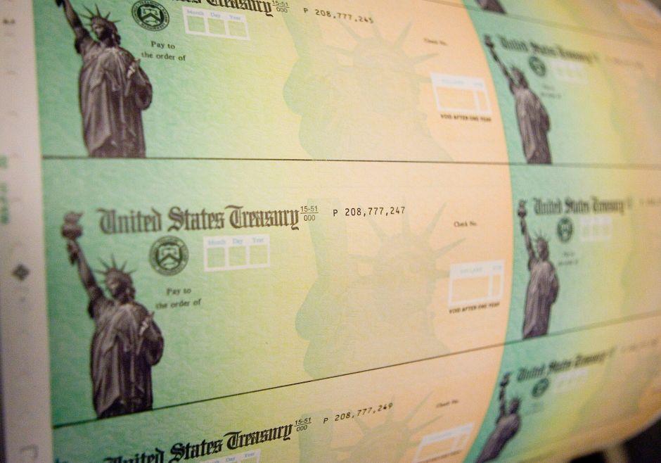 IRS: Quiénes estarían recibiendo cheques de estímulo en papel la semana próxima