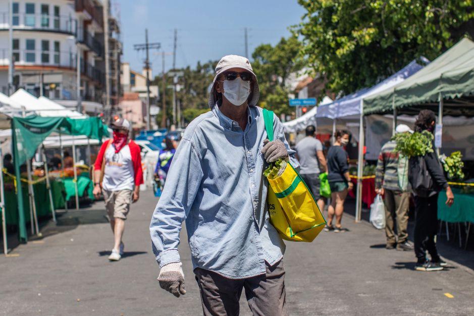 Los Ángeles ordena taparse la cara a todos los que salgan de sus hogares con pocas excepciones