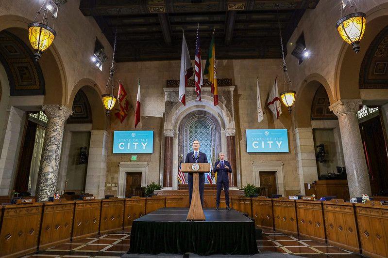 La ciudad de Los Ángeles levanta el toque de queda