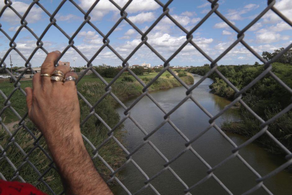 cruce peligroso rio