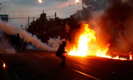 manifestantes en Atenas