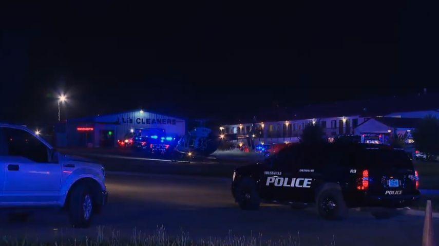 Oficial de policía murió a tiros. 2 sospechosos bajo custodia