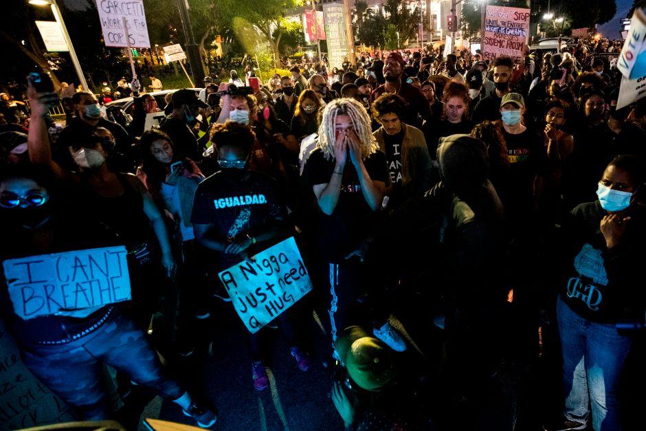 Los Ángeles se aproxima los 64,000 casos de coronavirus en medio de protestas y reaperturas