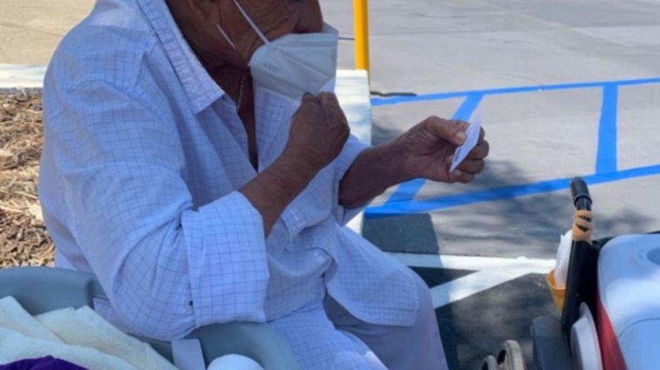 Recaudan más de $80,000 dólares para tamalero hispano de 94 años