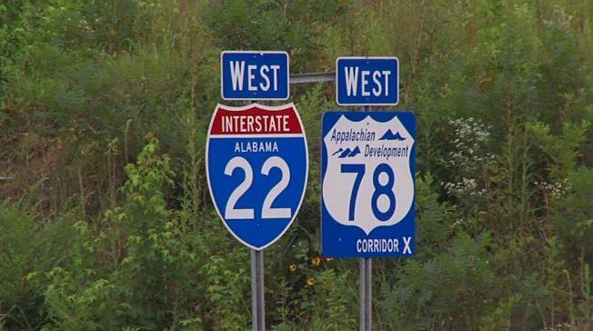 Mujer de 24 años murió y pasajeros fueron expulsados, en un accidente automovilístico en el condado de Walker